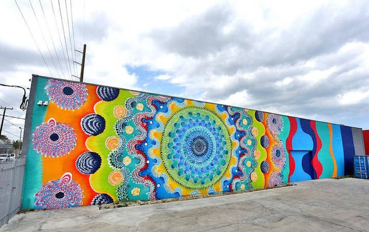Brightly Colored Murals Mesmerize With Their Hypnotic Abstract Patterns Street Mural Street Art Graffiti Colorful Murals