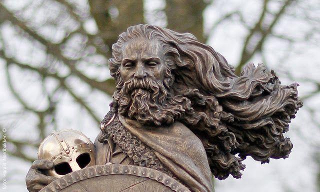 SKULPTUR OG KUNST: Skulpturmonument over Harald Hårfagre -nasjonalromantisk samtidskunst