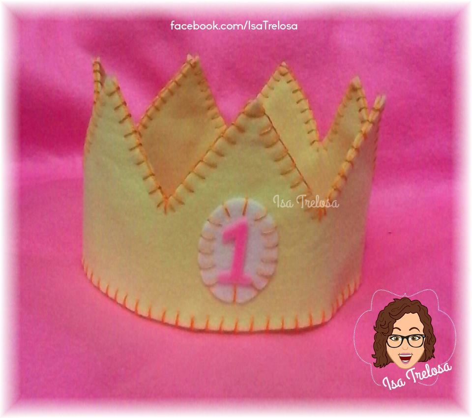Coroa em feltro costurada à mão. Lindas coroas de feltro. Ideais para destacar os aniversariantes em festas infantis, ou para ensaios fotográficos newborn ou smashcake. . Beautiful felt crowns . Ideal to highlight birthdays in children's parties, or for photographic newborn or smashcake trials.