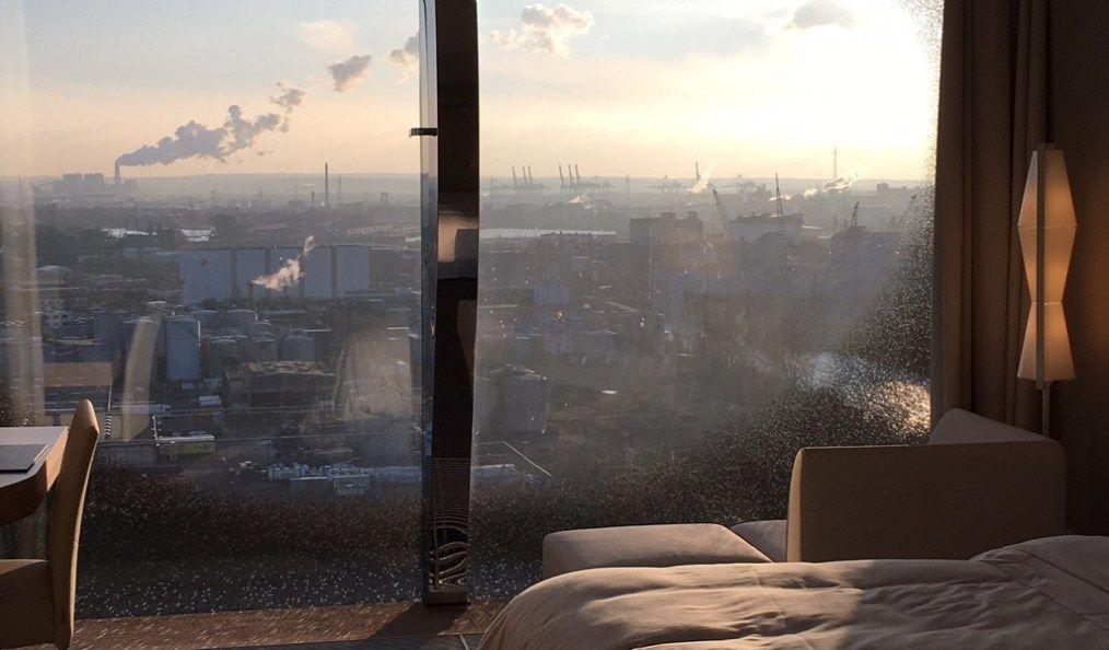 The Westin Hamburg Neues Hotel In Der Elbphilharmonie Fast Wie Urlaub Am Meer Blick Auf Den Hafen Und Das Wasser Wo Urlaub Am Meer Am Meer Wohnen Am Wasser