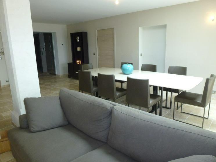 Conception et décoration du0027une #table salle à manger laque #chaises - decoration salle a manger contemporaine