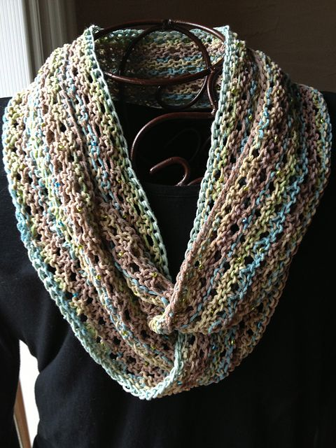 Free Pattern: Lilly's Moebius Cowl by Diane L. Augustin