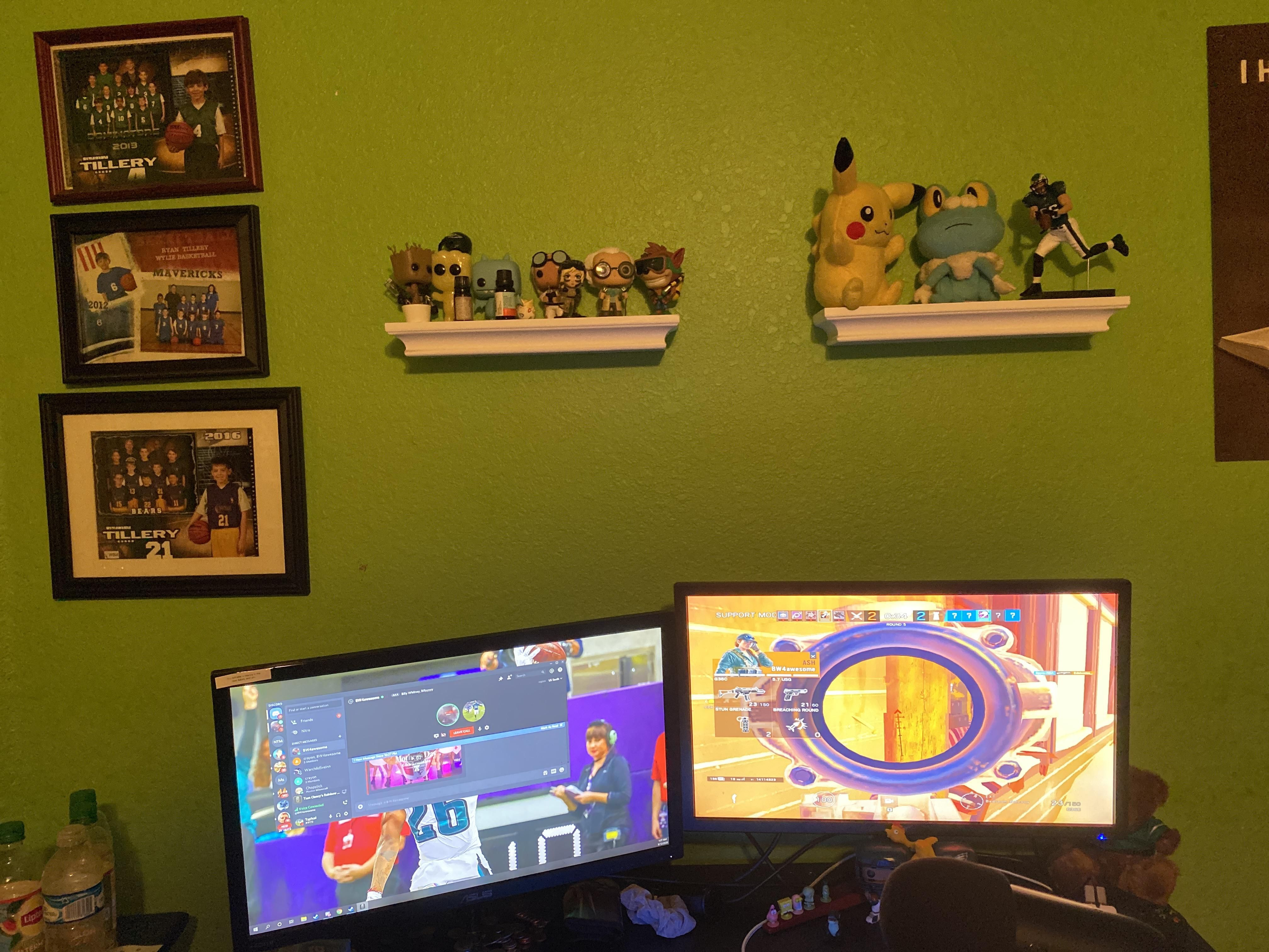 Should I Mount My Monitors On The Wall Pc Computers Gaming In 2020 Pc Setup Decor Wall