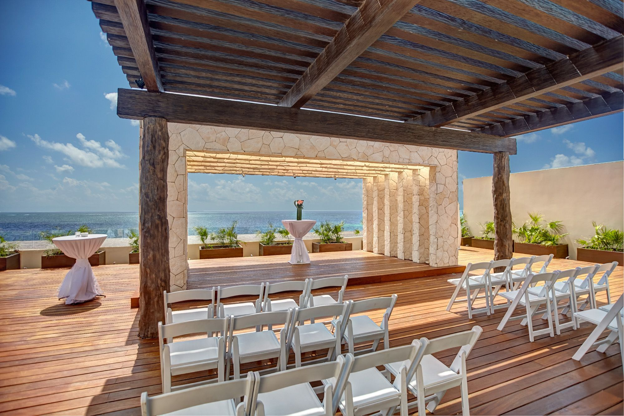Royalton Riviera Cancun Sky Terrace Wedding (Hideaway section), photo courtesy of Royalton Resorts