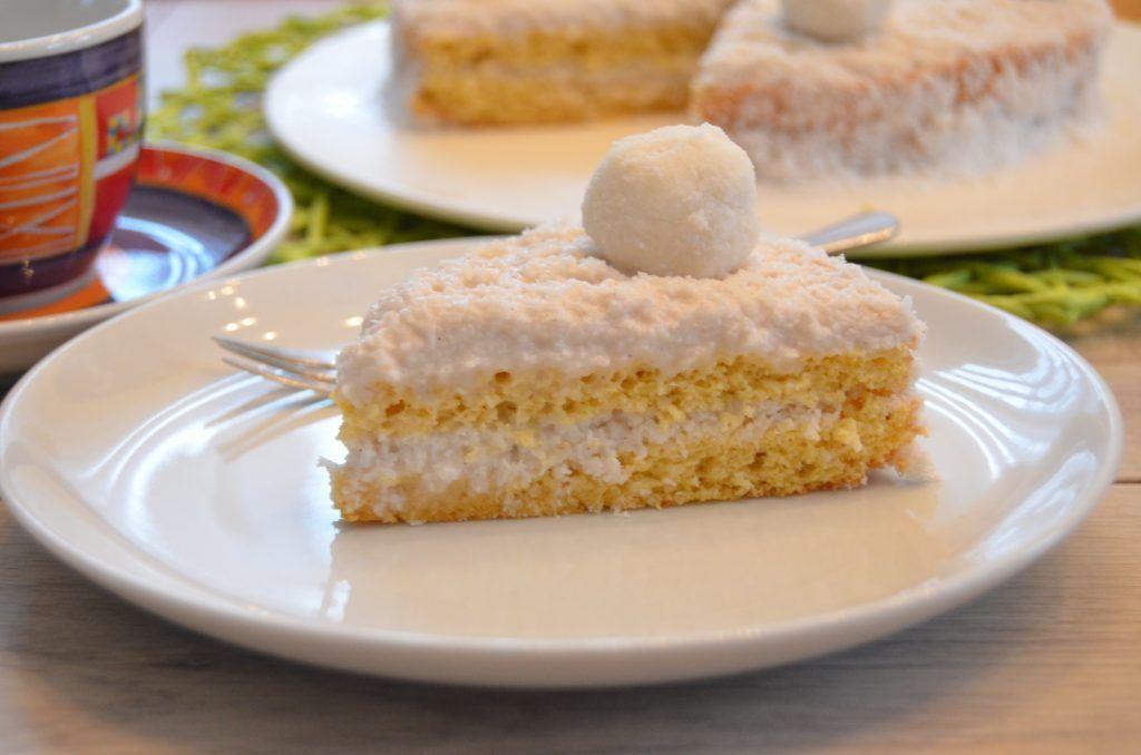 Raffaello Torte Ist Auch Glutenfrei Moglich Diese Cremige Torte Ist Kokos Pur Der Kokos Biskuitboden Ist Raffaello Kuchen Low Carb Torte Dessert Ideen