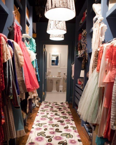 CLASSIC - Sex and the City SATC Carrie Bradshaw's amaing walk-in closet Amazing walk-in closet design with blue walls & built-ins, pink & green floral runner and white & black tapered pendants.