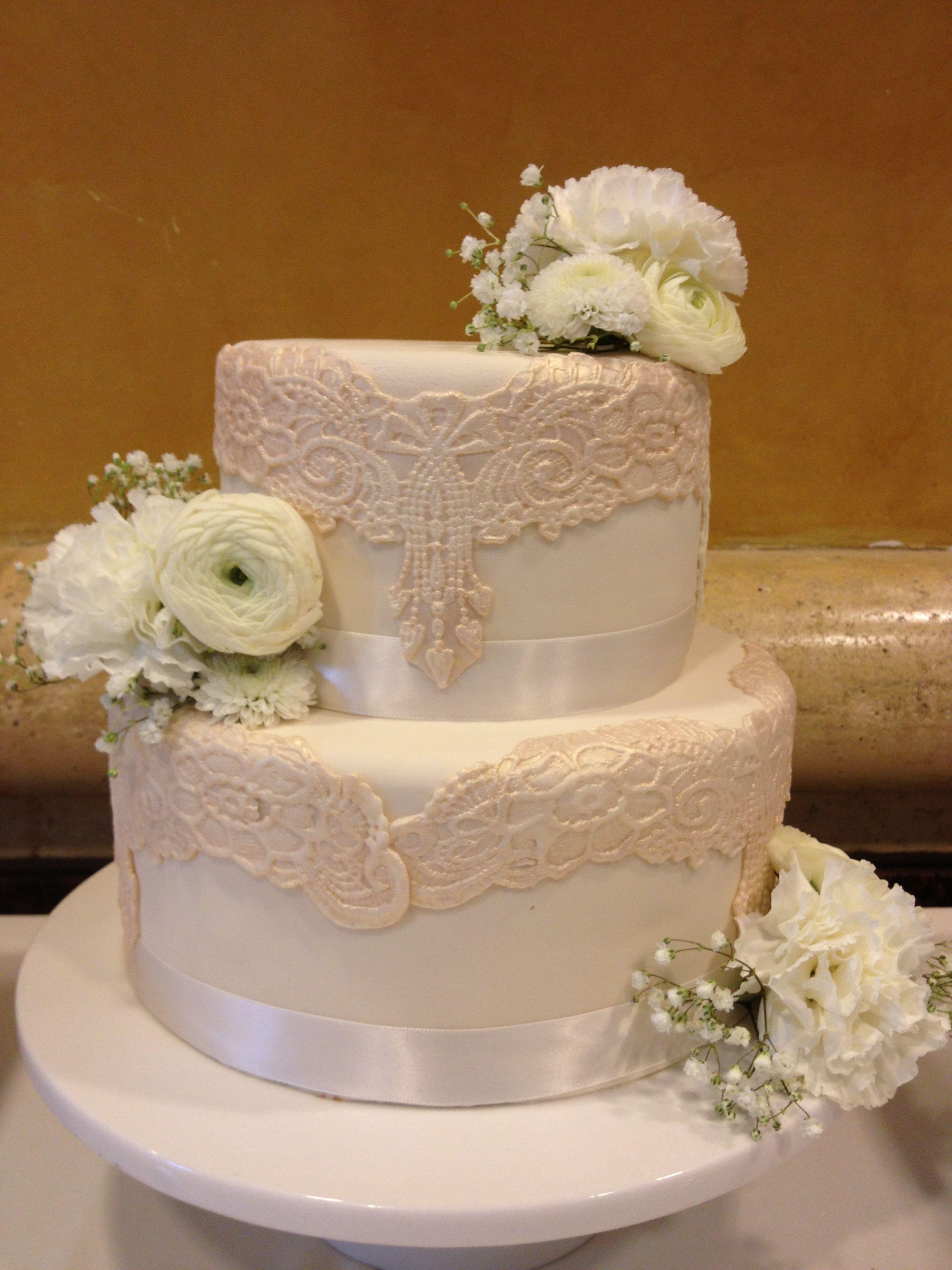 Wedding cake Ivory lace fondant wedding cake
