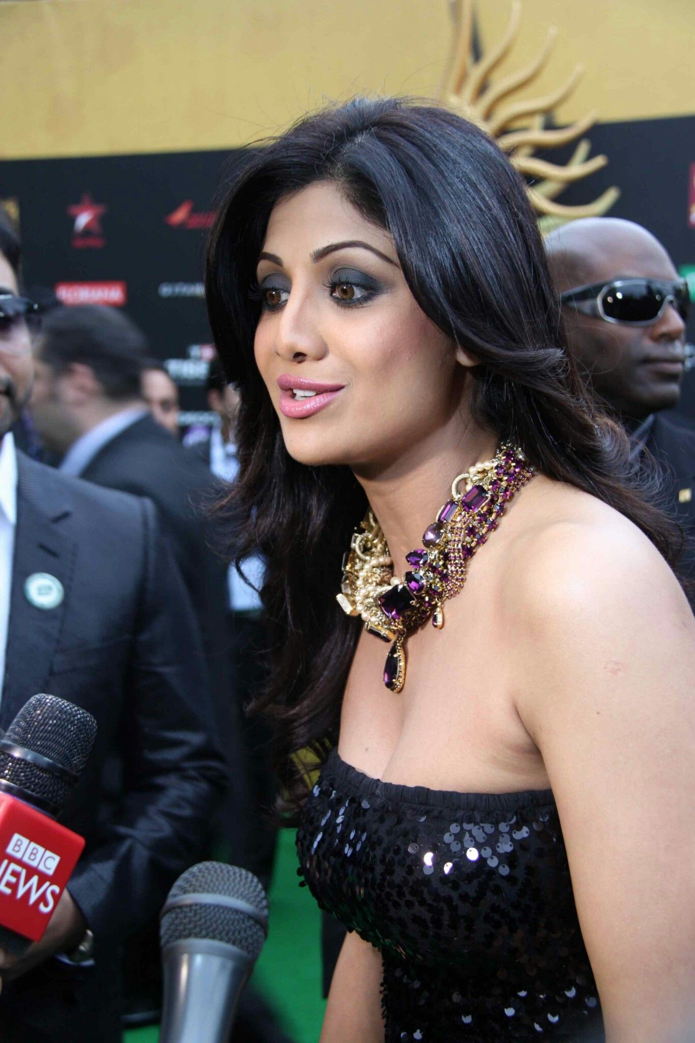 Criticism write Shilpa shetty hot boobs apologise