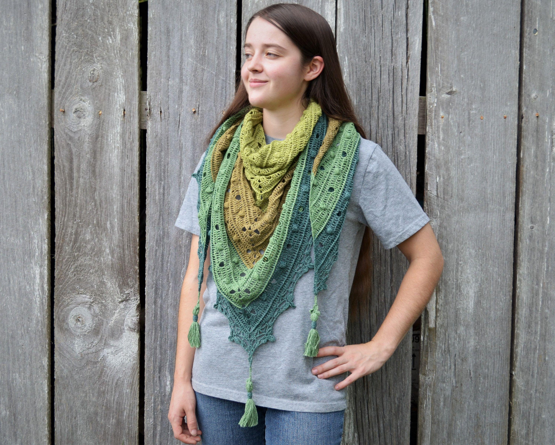 Triangle shawl, green shawl, crocheted wrap, prayer shawl, with tassels, textured shawl, handmade kerchief #prayershawls