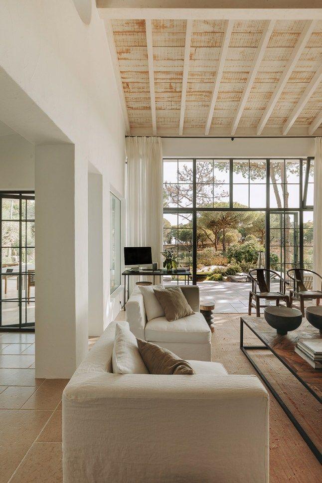 Photo of Une maison portugaise rénovée en tons naturels (PLANETE DECO a homes world)