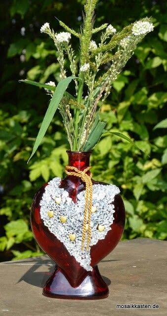 Ehemalige Flasche für Badeoel, dient jetzt als Vase
