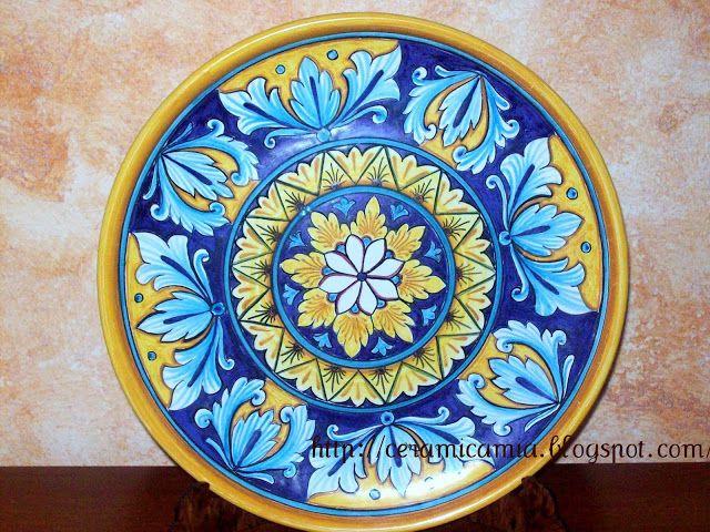 La decalco per ceramica di esegue stampando il disegno su apposita carta transfer,. Decorazione Di Un Piatto In Ceramica Piatti In Ceramica Ceramica Piatto Di Ceramica
