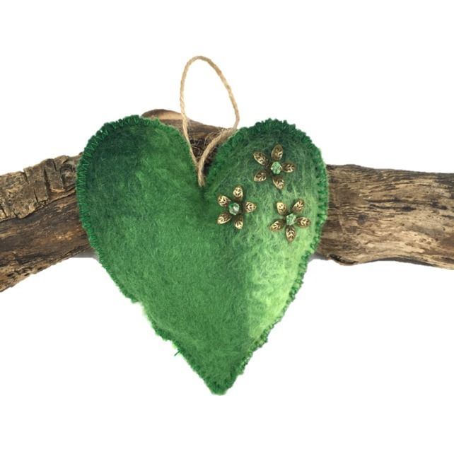 Green lavender scented padded hand felted hanging heart (2) £4.50