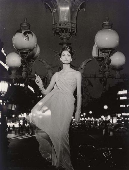 Mary on Lampost, Opera, Paris 1957    Photo by William Klein