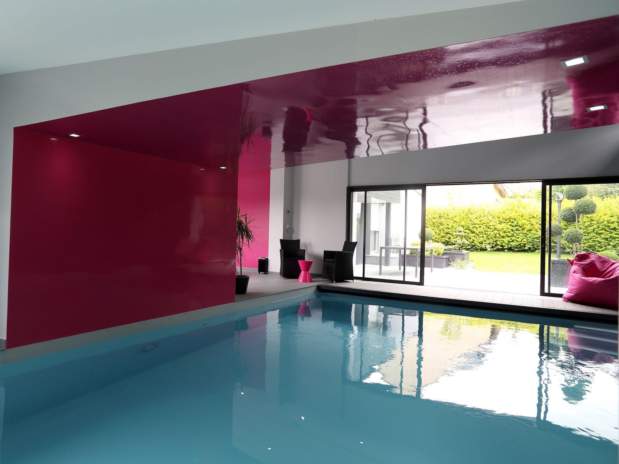 la piscine intrieure par lesprit piscine 10 x 5 m revtement gris clair escalier droit invers margelles en cramique