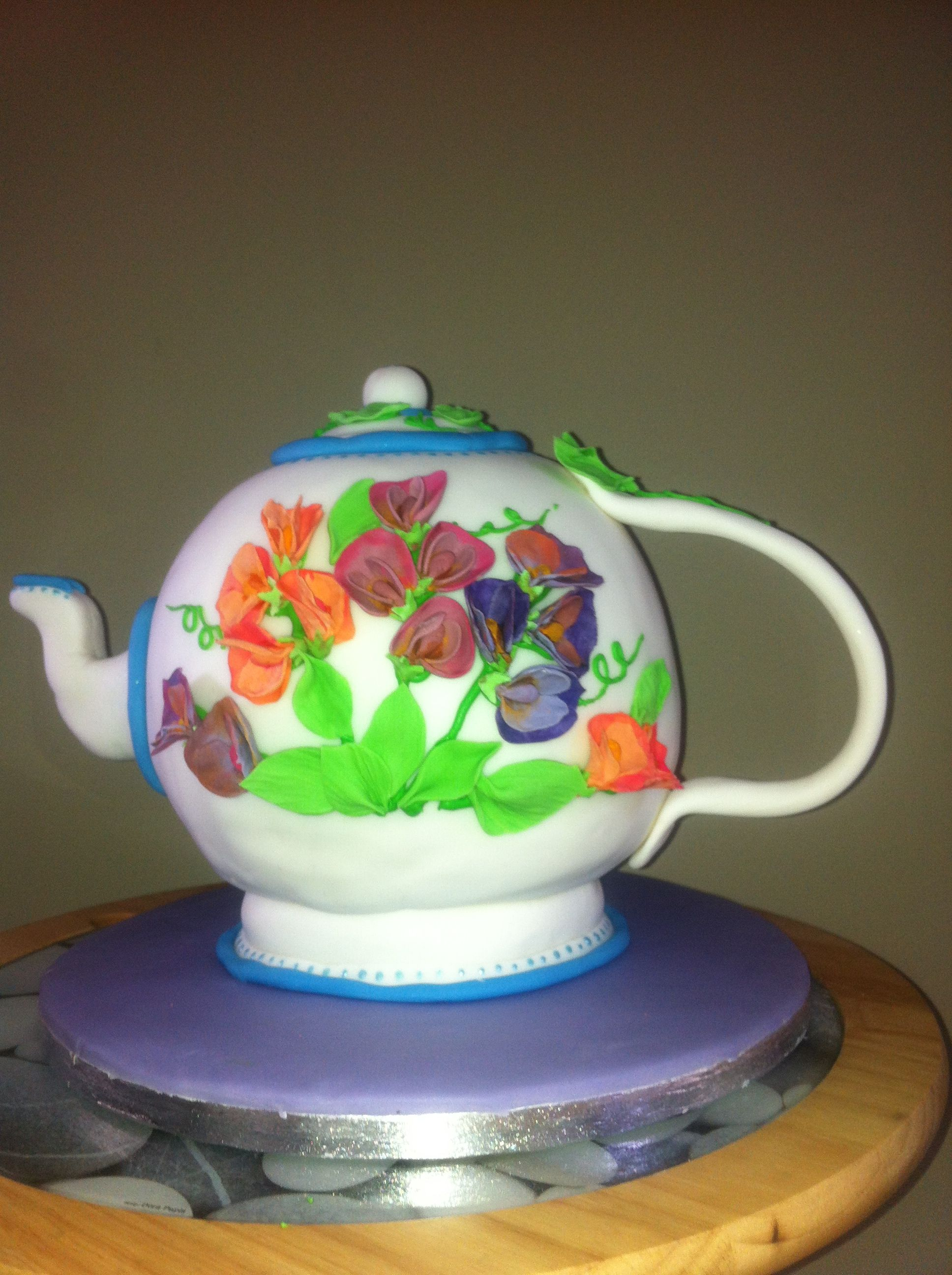 Tea for two, sugar sweet pea decoration