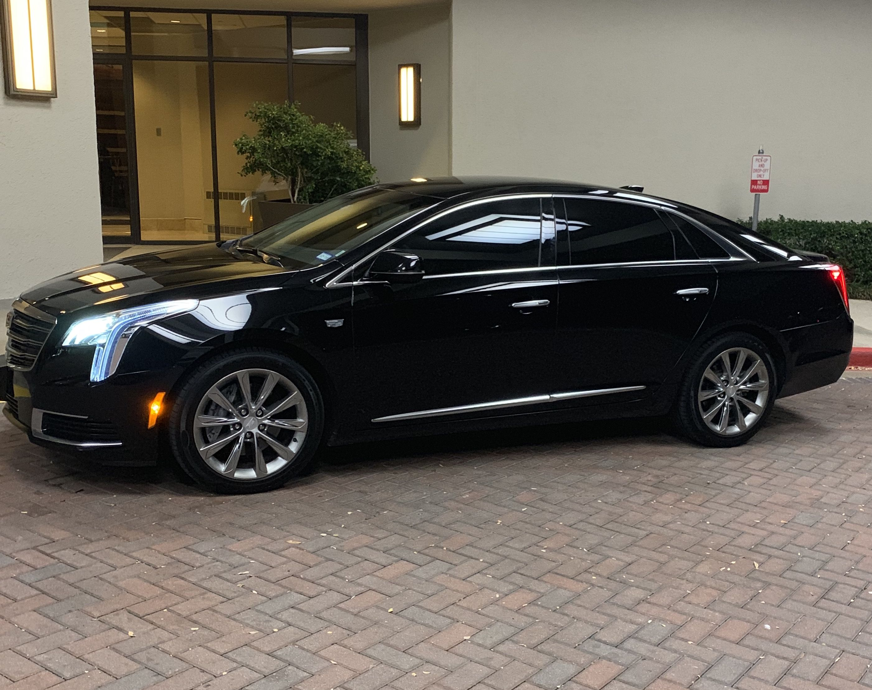 Hire Dfw And Fort Worth Town Airport Car Cab And Shuttle And Limo Service From Dfw Limo And Car Service Dfw Black Ca Black Car Service Luxury Car Rental Car