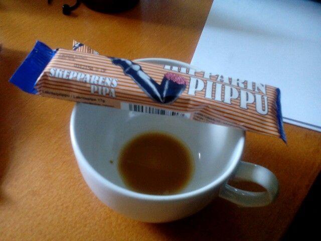 Kahvia ja karkkia. Hyvää oloa :)