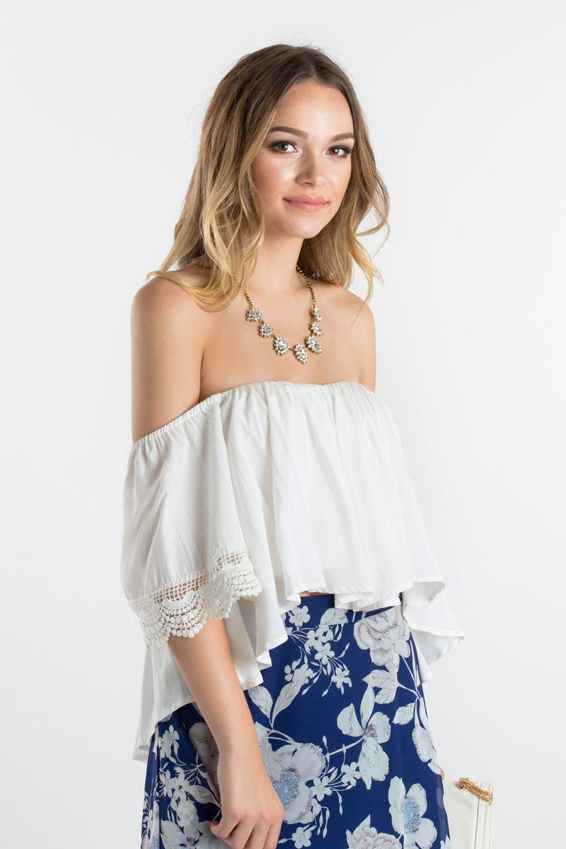 b178550dbbc1 Off the shoulder tops are one of our favorite trends! Pair this top with a  pair of jeans or midi skirt for a feminine and flirty look! We love wearing  ...