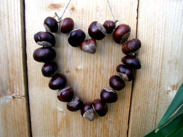 Herbstliche Kastanien Dekoration in Grün und Grau  White chestnut nuts