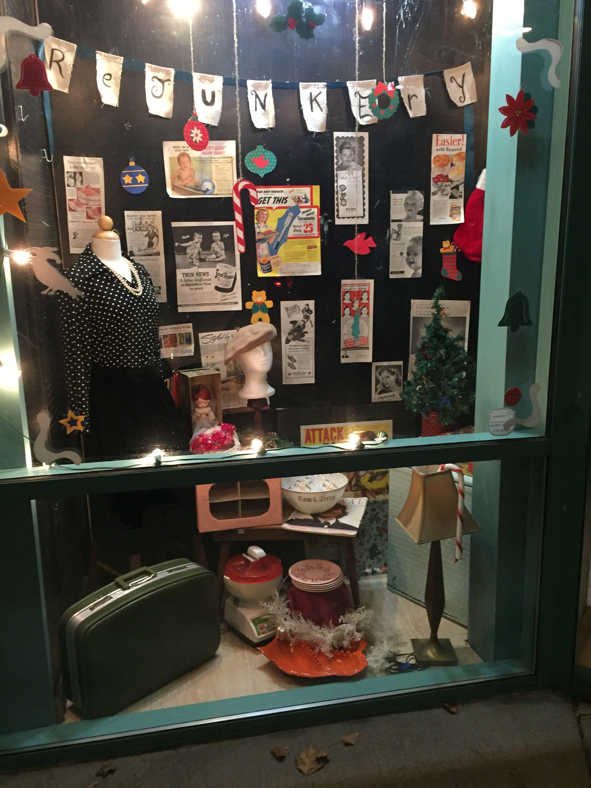 ReJunkery's 1950's Christmas window. Retro!  ReJunkery, Minden, Nv