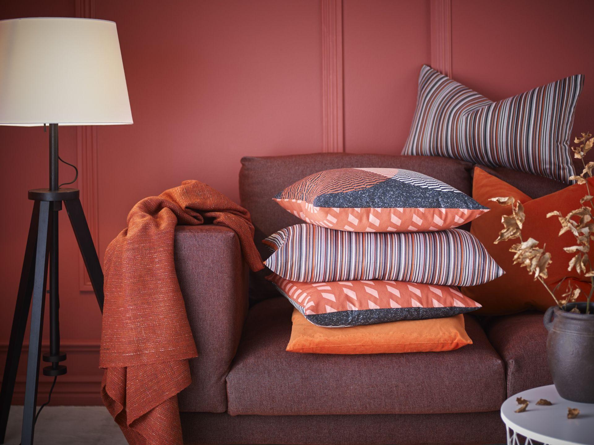 STRANDKÅL Kussenovertrek, oranje, rood | Door de, Color inspiration ...