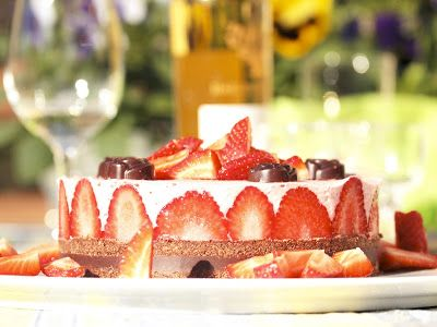 Mmm...Makustella: Mansikka-suklaa-raakakakku