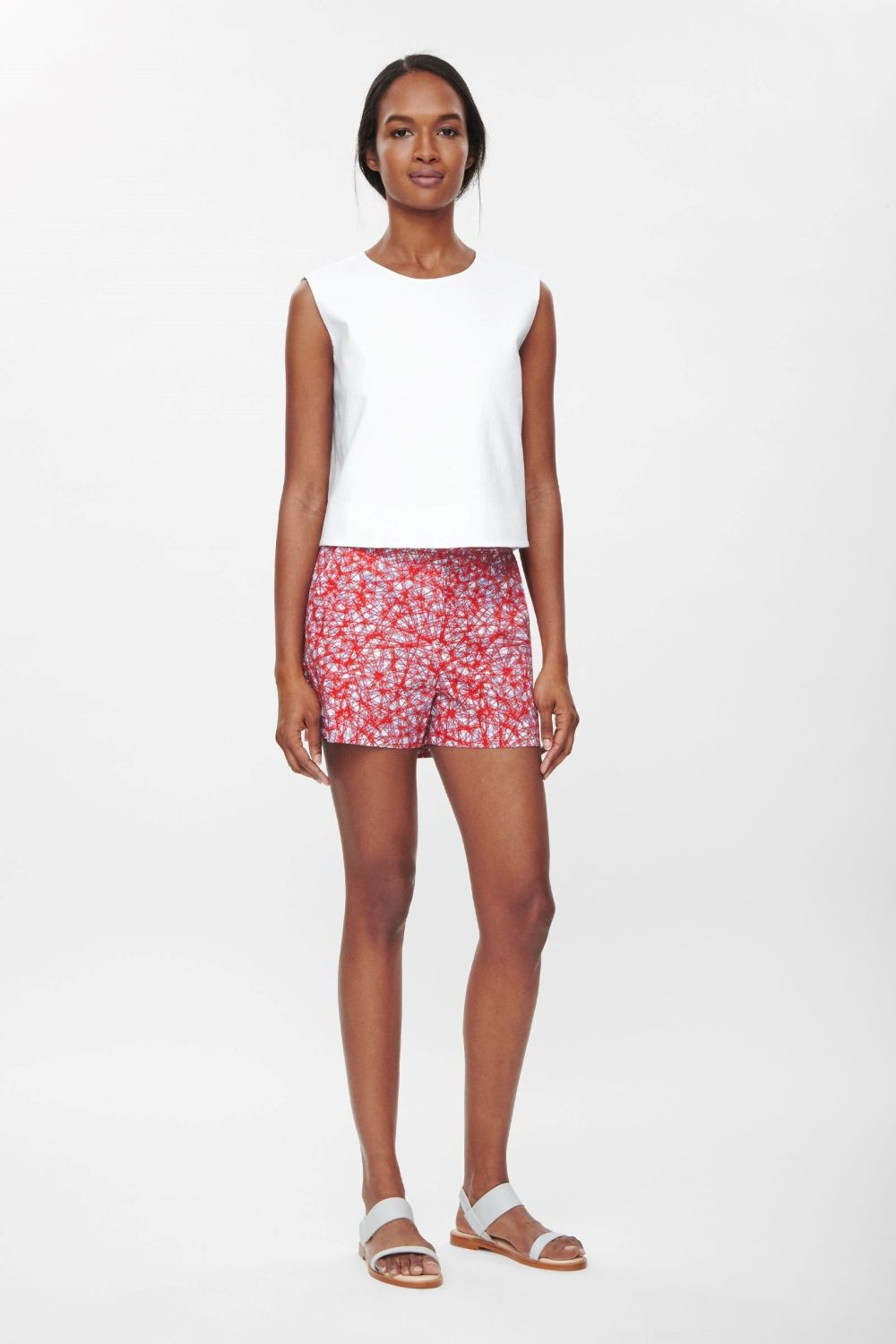 These tailored shorts are made from lightly textured cotton with an all-over graphic print. Designed to sit high on the waist, they have slanted front pockets, back welt pocket and a zip fly fastening on the front.