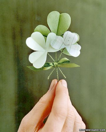 Cute, easy to make fabric shamrock pin or boutonnier, courtesy of Martha S.  ;-)