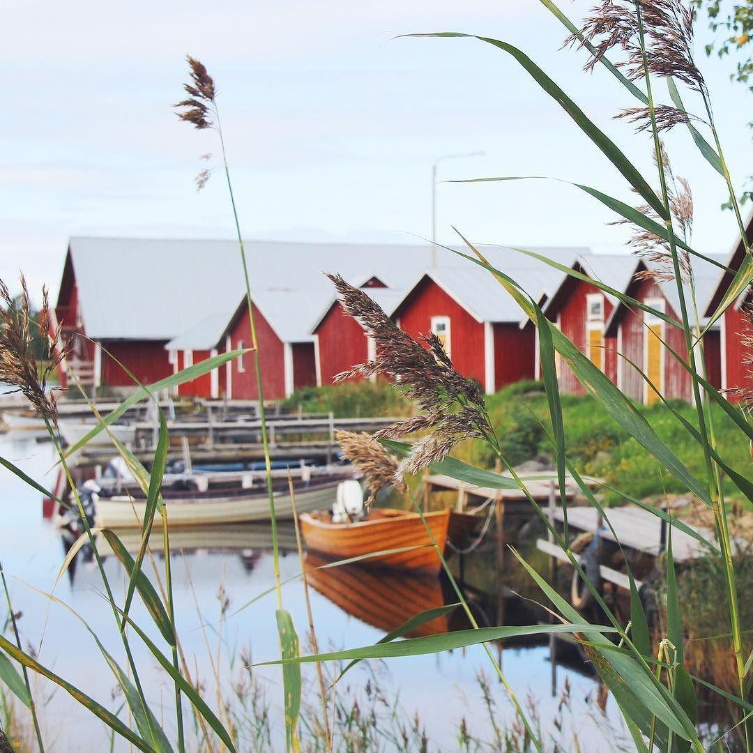 Dans l'archipel de Kvarken une multitude de petites îles et des mökki de pêcheurs partout partout partout  #mökki #kvarken #kvarkenarchipelago #fishermenvillage #visitfinland #finland #finnishislands #blogtrip #travelblogger #exploremore