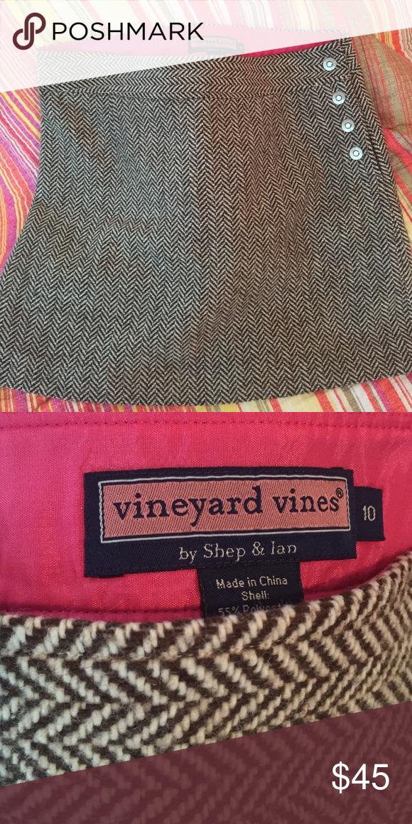 Vineyard Vines sz 10 skirt Sz 10, brown and cream colored, wool blend. Vineyard Vines Skirts Mini