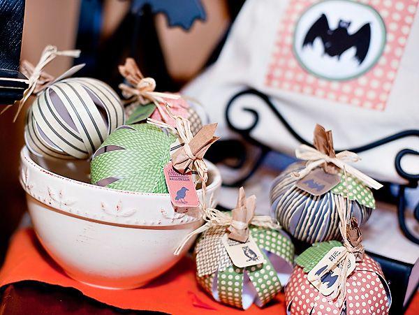 SPOOKtacular DIY Halloween Projects - Pt 2 Paper pumpkin, DIY