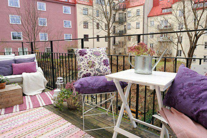 Balkon Gestalten Balkonmöbel Klappmöbel Outdoorteppiche Holzkisten ... Balkon Gestalten Balkonmobel Balkonpflanzen