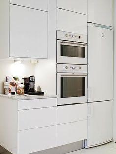 Cocina con electrodomesticos cristal blanco buscar con for Cocina blanca electrodomesticos blancos