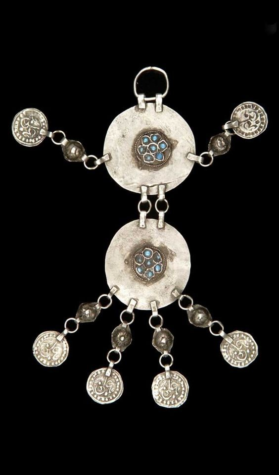 Iran | Pendant; silver and turquoise.  L:  16 cm. // ©Quai Branly Museum. 71.1979.75.168: