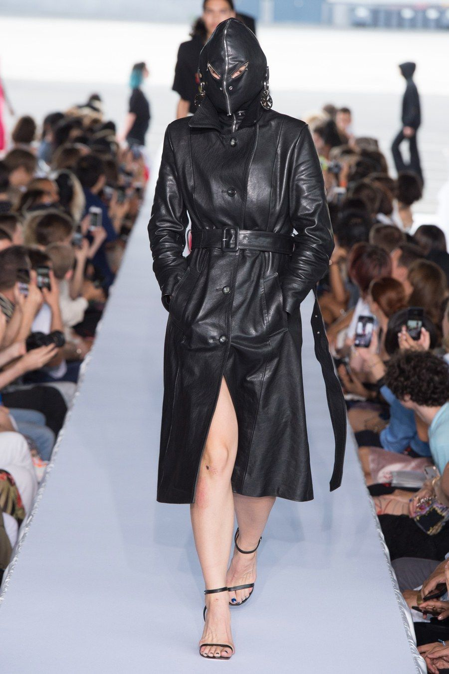 Vetements Spring 2019 Menswear Fashion Show - 2019 | 패션
