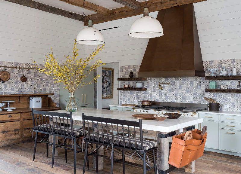 Cocina de estilo rústico con un forntal de azulejo maravilloso ...