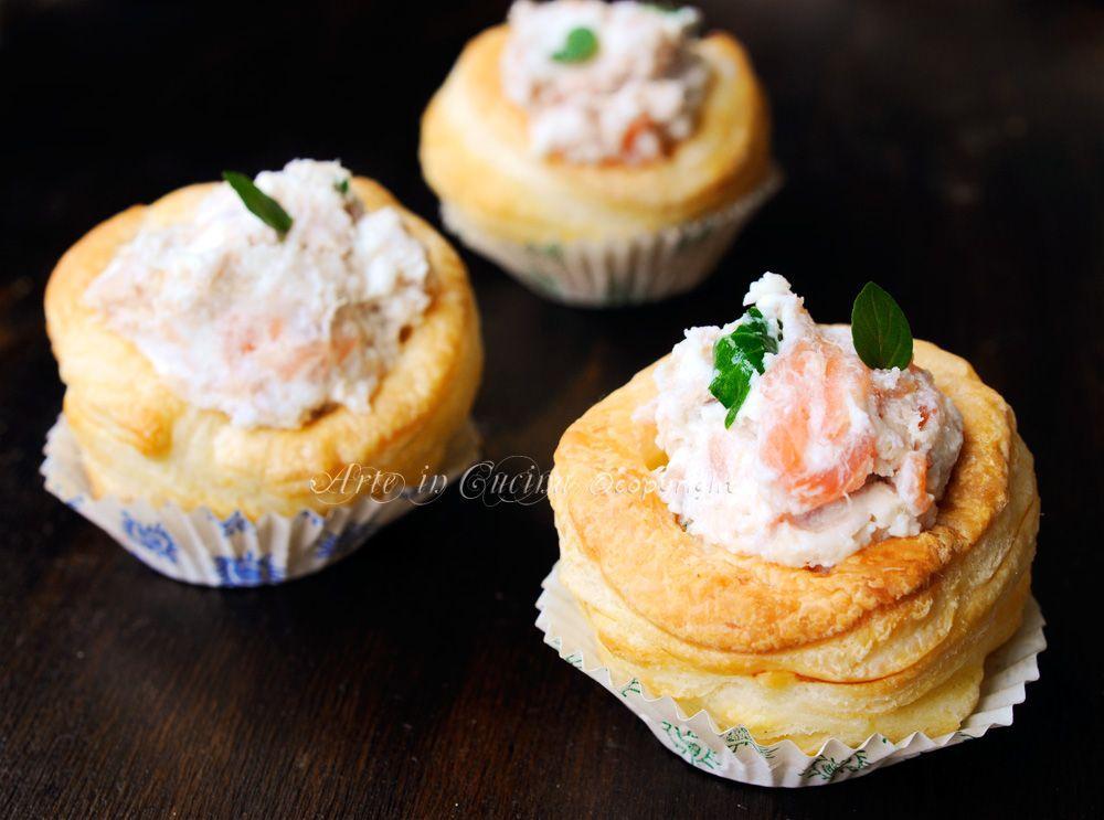 Vol au vent ripieni salmone e ricotta, antipasto, tonno, ricetta facile, menu a base di pesce, finger food congelabili, ricetta sfiziosa, antipasto con pasta sfoglia