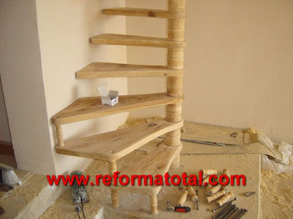 fotos escaleras caracol carpinteria de madera empresa de carpinteria de