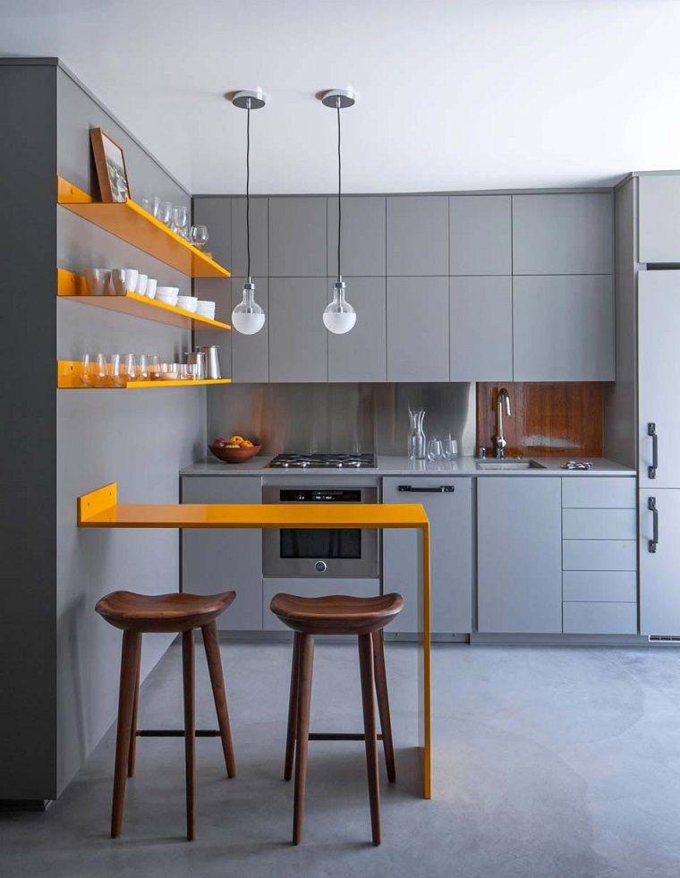 Cucine con isola, idea con mini bar colore giallo e mensole a vista ...