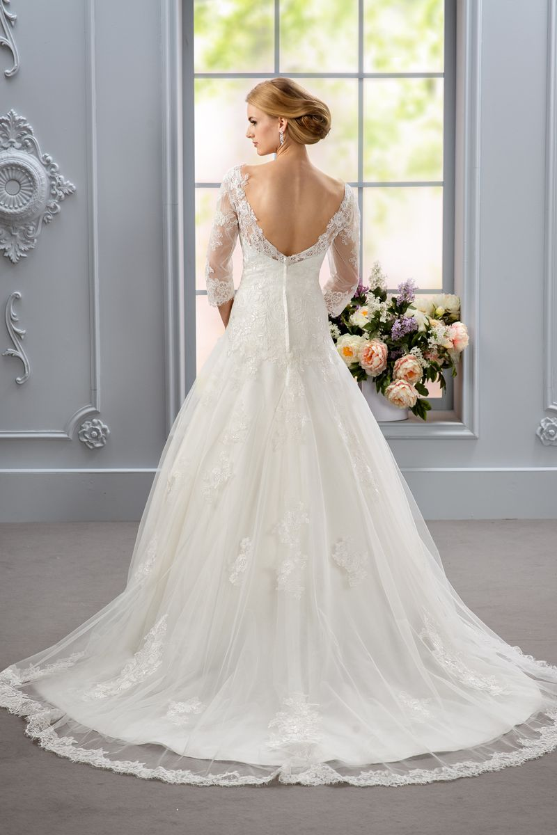 3 4 sleeve lace wedding dress  Sweetheart dress A line that has tulle  sleeve and sheer neckline