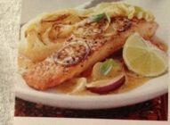 Veckans  fisk Tisdag v 43. Limehalstrad Lax med spetskål i grön curry - Roligare än Linas Matkasses recept.