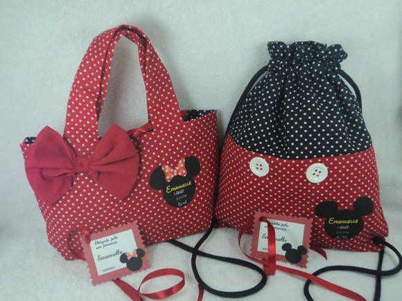 95e0c858e Bolsa Minnie Feita em tecido na cor vermelho com bolinhas brancas, forro  preto com bolinhas