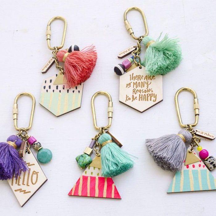 1db48c85e37 DIY porte clé – une paire d idées sympas et un tutoriel  diyjewelry ...
