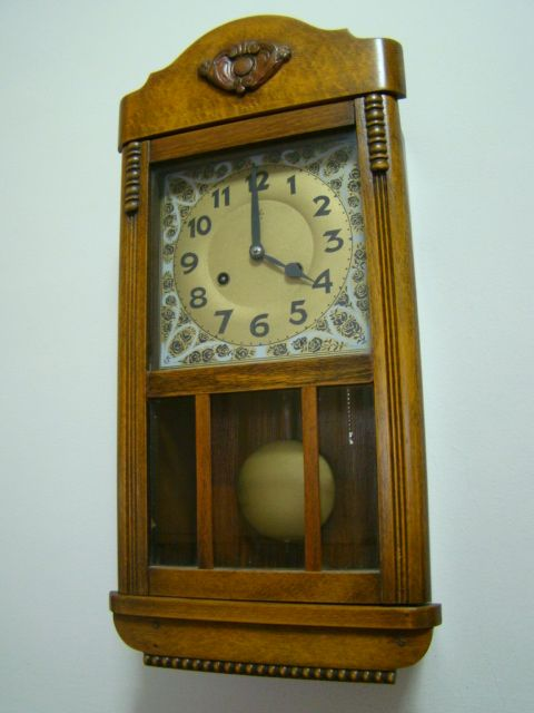 3747b4d3c784 Reloj de pendulo Junghans mediano