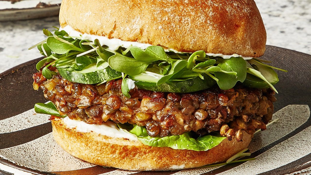 This Lentil Burger Recipe Is Perfect For Meal Prep And Easy Weeknight Dinners Lentil Burger Recipe Lentil Burgers Veggie Burgers Recipe