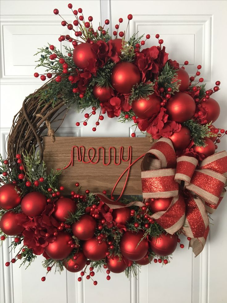 Decorating Wreath With Christmas Balls Holiday Wreaths Christmas Wreaths Christmas Decor Holiday