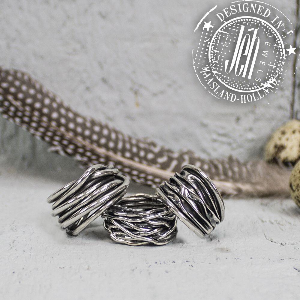 Stoere zilveren ringen uit de Silver-collectie van Jéh Jewels! De ringen zijn gemaakt van gewikkeld zilverdraad. Bekijk de ringen op de website:  http://www.jehjewels.com/catalogsearch/result/?q=18936%2C17984%2C18799 #zilver #geoxideerd #gewikkeld #golfstructuur #ringen #JéhJewels #Maasland