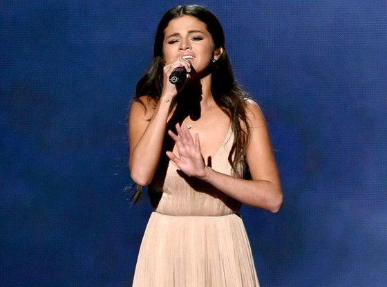 Watch Was That Justin Bieber In Selena Gomez S Ama Performance