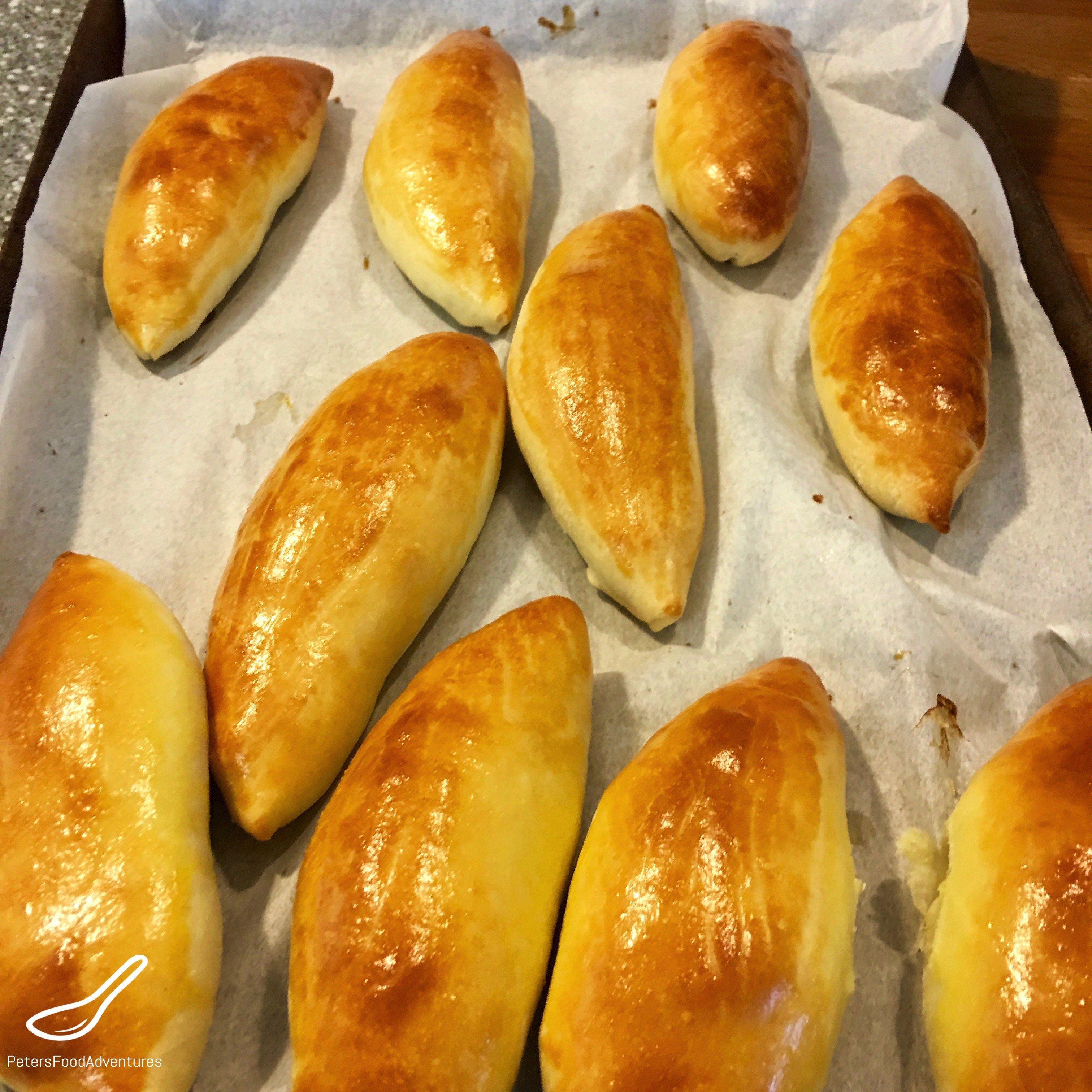 Baked Piroshki With Potato Beef Pirozhki V Duhovke S Kartoshkoj Beef And Potatoes Baby Food Recipes Potato Piroshki Recipe
